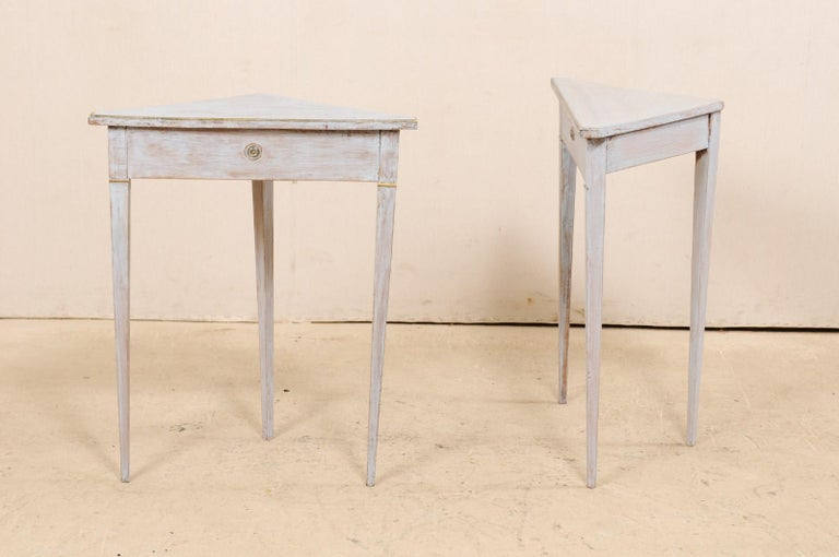 Pair of Swedish Painted Wooden Corner Tables, 19th Century For Sale 8