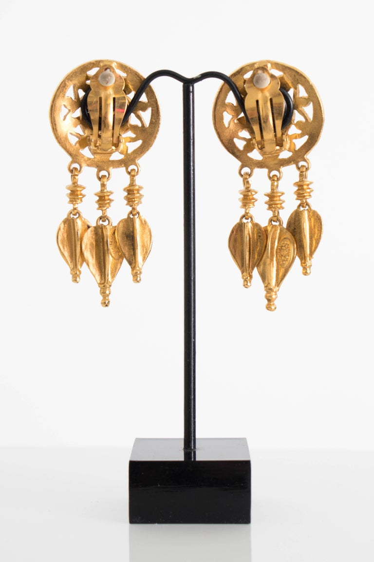 Women's or Men's A Pair of Vintage Chanel Gold Toned Clip-On Dangle Earrings For Sale