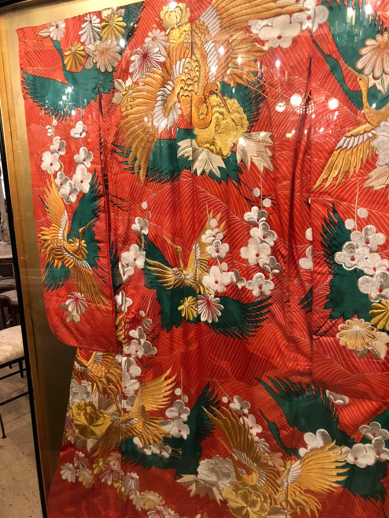 Pair of Vintage Kimono Wedding Robes in Glass Frames In Good Condition For Sale In Stamford, CT
