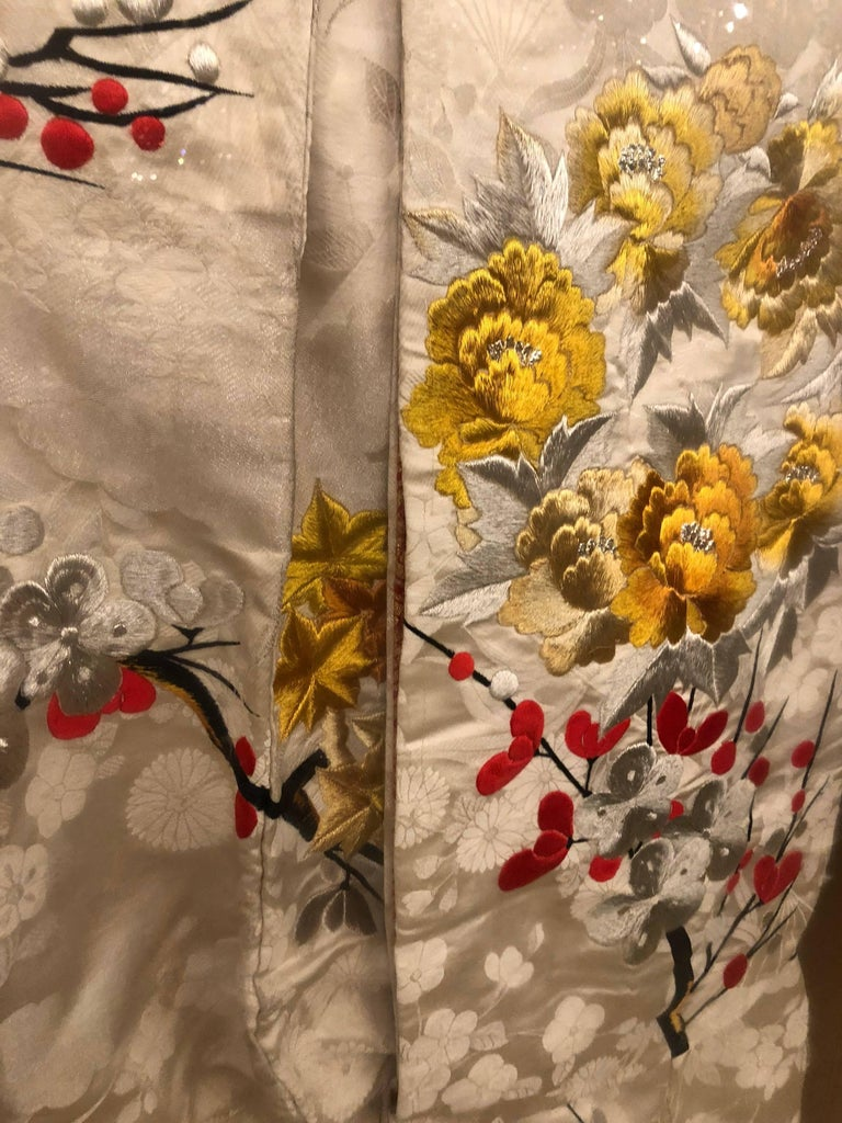 Pair of Vintage Kimono Wedding Robes in Glass Frames For Sale 1