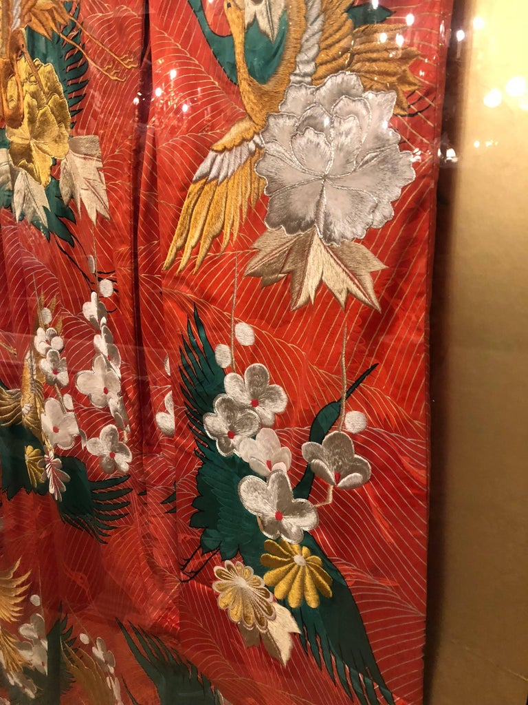 Pair of Vintage Kimono Wedding Robes in Glass Frames For Sale 2