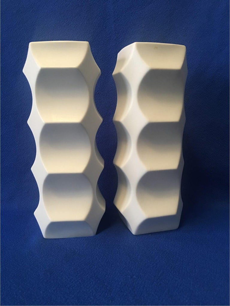 Mid-20th Century Pair of White Matte Vases by Heinrich Fuchs, Hutschenreuther Germany For Sale