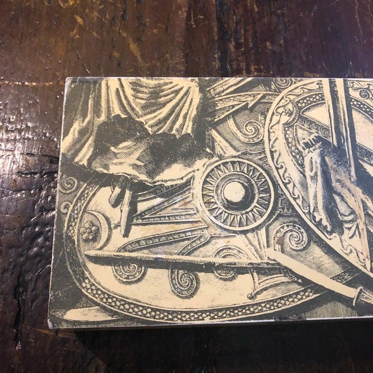 Piero Fornasetti Mid-Century Modern Italian Cigarette Box, 1950 In Good Condition For Sale In Aci Castello, IT