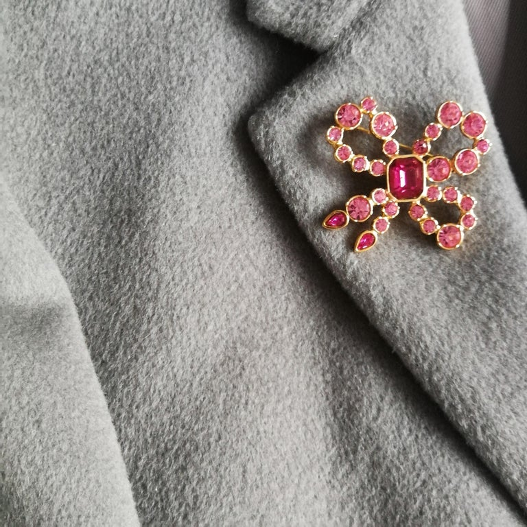 A pink paste and gilt metal 'bow' brooch, Yves Saint Laurent, France, 1980s For Sale 2