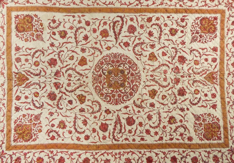 A Quilting Indian Chintz Palampore And Taffeta Bedcover Circa 1720/1750  In Excellent Condition For Sale In Toulon, FR