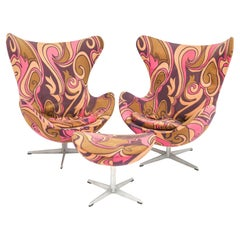 Rare and Exceptional Pair of Arne Jacobsen for Fritz Hansen Egg Chairs and Mat