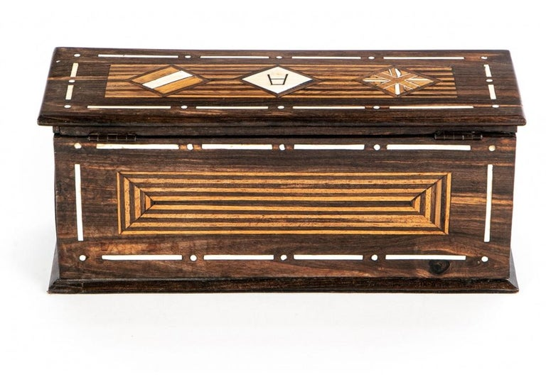 A Rare And Very Fine Exotic Wood Box With Bone Inlay In Good Condition For Sale In Bridgeport, CT