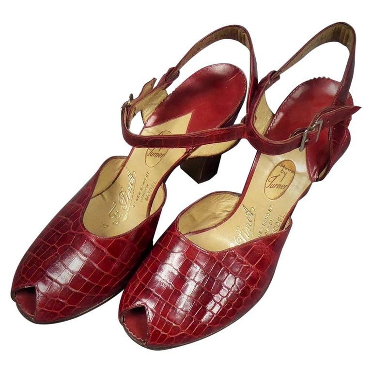 A Rare François Pinet Pair of Shoes in Leather Circa 1935  For Sale