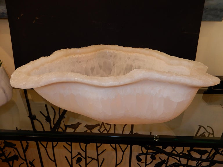 Rare Large White Onyx Sculptural Bowl, Italy In Excellent Condition For Sale In Bellport, NY