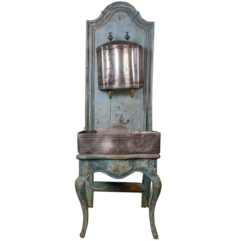 A rare Louis XV wooden throne with zinc water font, 18th century For Sale