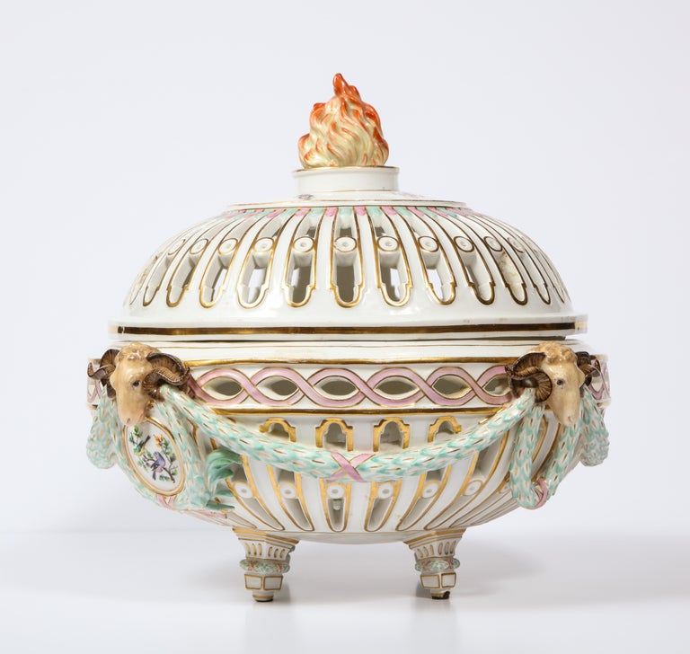 Rare Neoclassical Meissen Porcelain Reticulated Centerpiece with Rams Heads In Excellent Condition For Sale In New York, NY