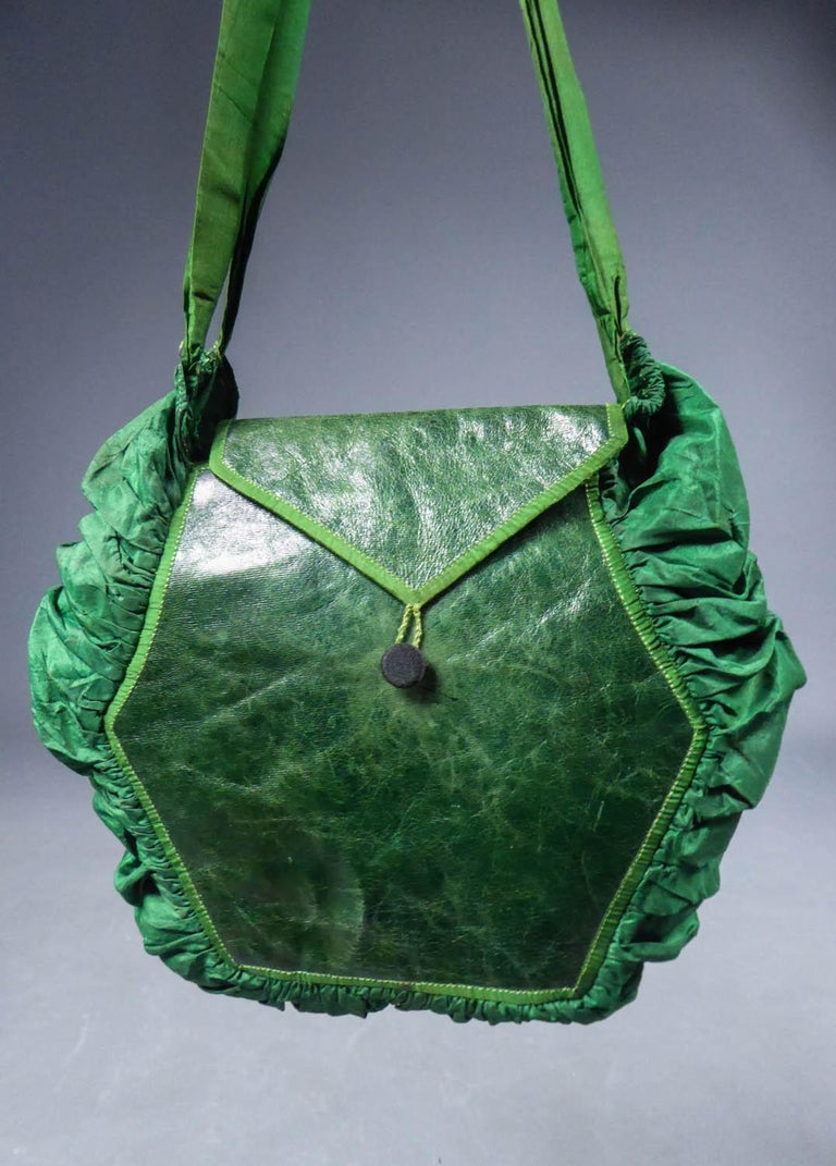 Circa 1810/1830 Europe  Elegant purse or reticule in green taffeta and leather lined with Indienne dating from the early 19th century. Balloon shape with wide pleated gusset in emerald taffeta and patinated and polish leather patches with piping in