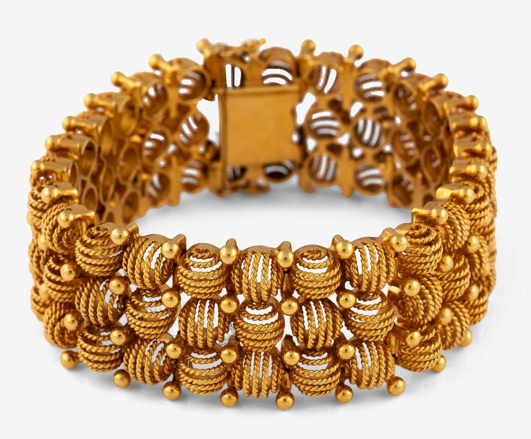 Designed as a series of openwork round panels; weight approximately: 90grams; length 18,5cm