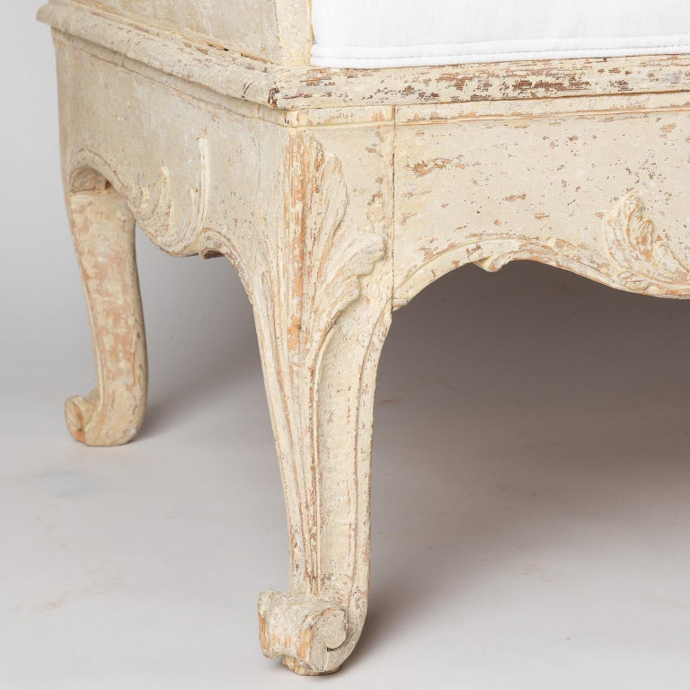 18th Century Rococo Period Trågsoffa from Västergötland Sweden, circa 1770 For Sale