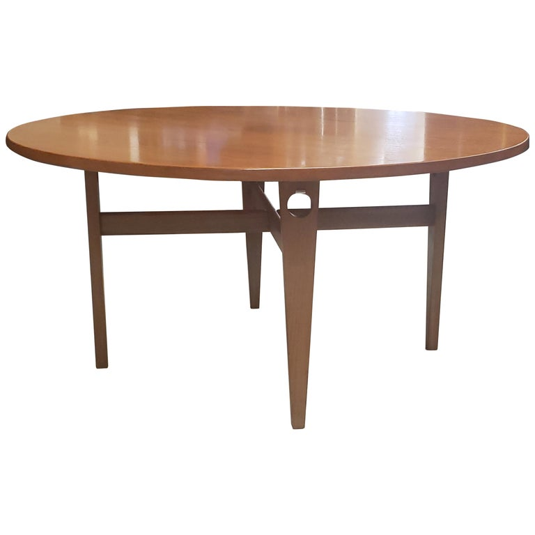 Round Hans Wegner Keyhole Dining Table in Teak For Sale
