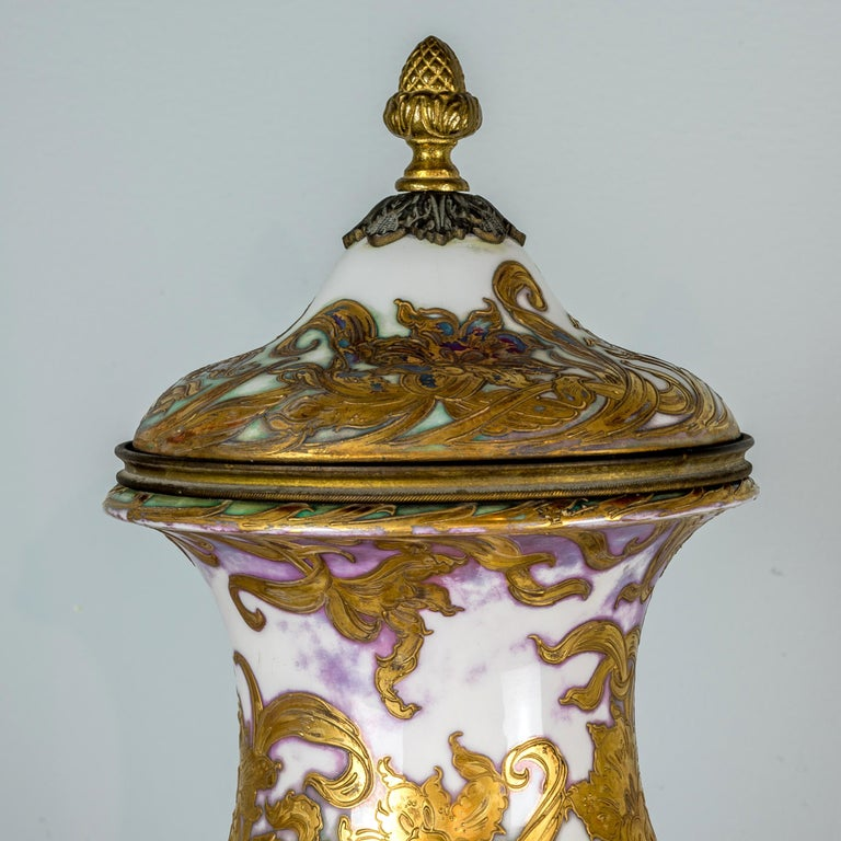 Royal Vienna-Style Portrait Porcelain Urn and Cover In Good Condition For Sale In New York, NY