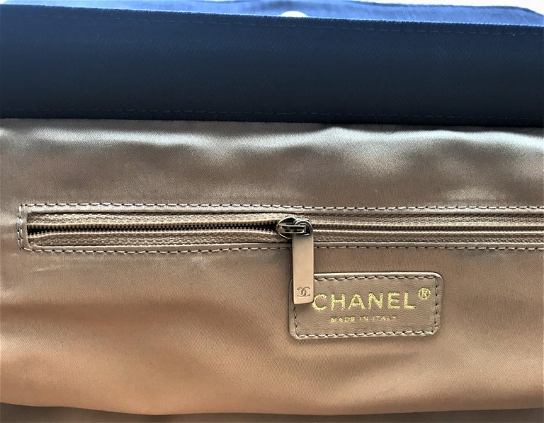 A RUNWAY PROTOTYPE of a CHANEL Jumbo denim bag  2007-2008A   For Sale 3