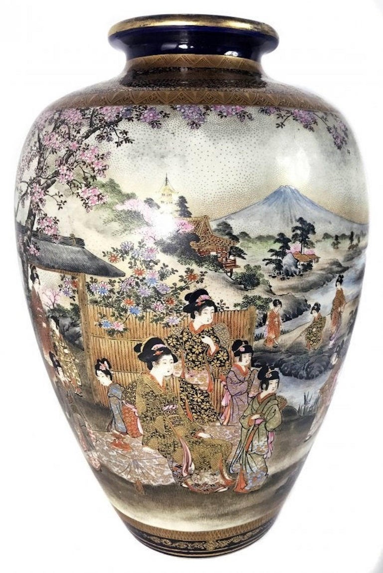 A Satsuma Vase, Meiji Period Signed Shuzan In Good Condition For Sale In Palm Beach, FL