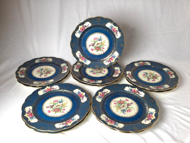 Set of 12 Elaborate Service Dinner Plates In Excellent Condition For Sale In Lambertville, NJ
