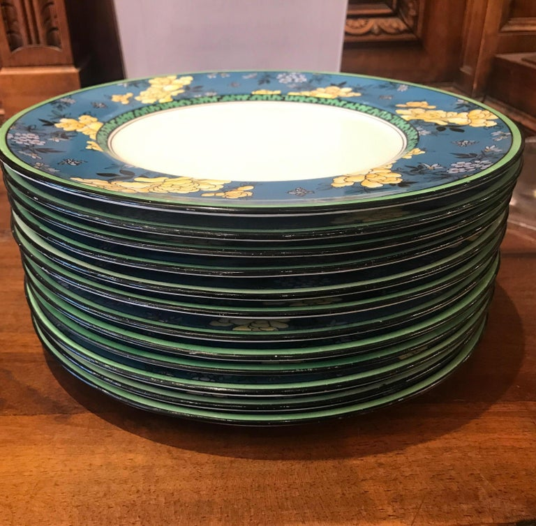 Set of 12 English Deco Plates In Good Condition For Sale In Lambertville, NJ