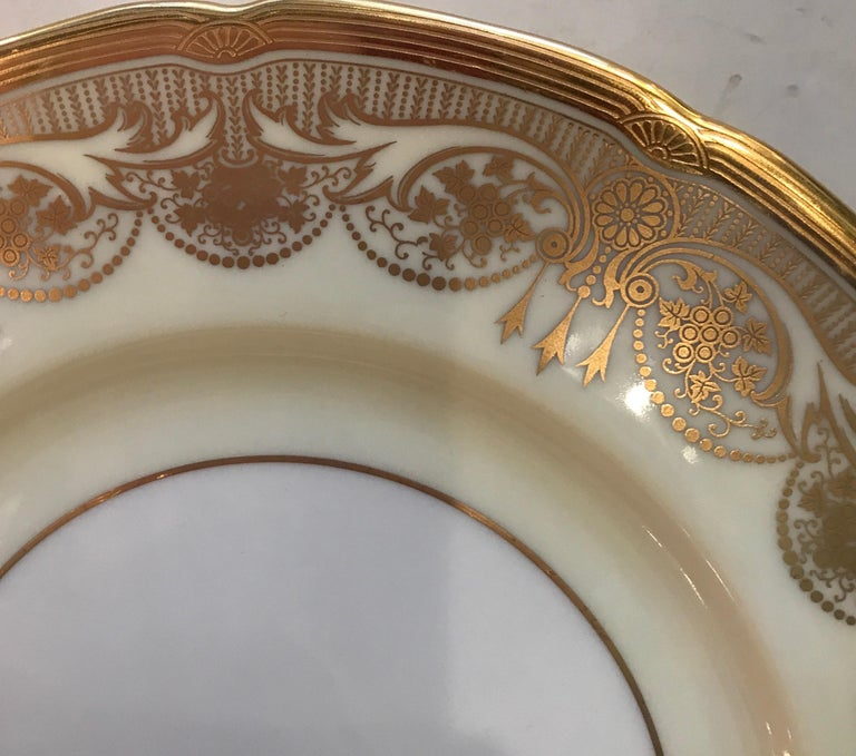 A Set of 12 Gold Encrusted Service Dinner Plates In Excellent Condition For Sale In Lambertville, NJ