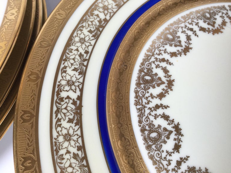 Set of 12 Cobalt and Gilt Service Dinner Plates In Excellent Condition For Sale In Lambertville, NJ