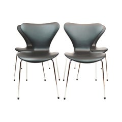 Set of 4 Series 7 chairs, Black Leather, Model 3107, Designed by Arne Jacobsen