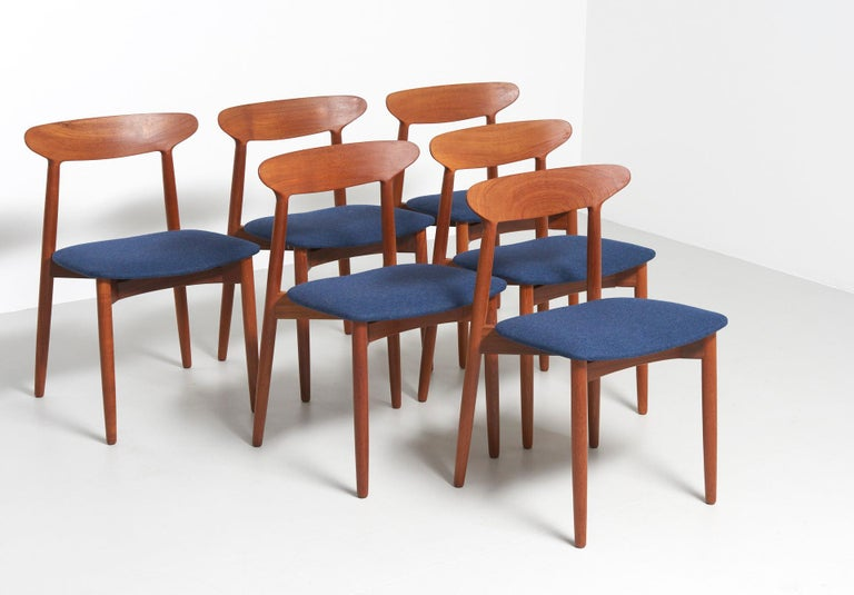 A set of 6 teak dining chairs, Model 59. Design by Harry Østergaard in 1959, made by A/S Randers Møbelfabrik Denmark. Completely restored and reupholstered in soft denim blue felt.