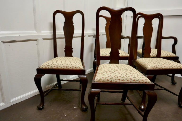 A set of 6 Queen Anne style mahogany dining chairs  A lovely looking set. The chairs are a Classic design and made in mahogany they have a solid back splat, with cabriole legs and shepherd's crook arm rests, they are roomy and comfortable, the