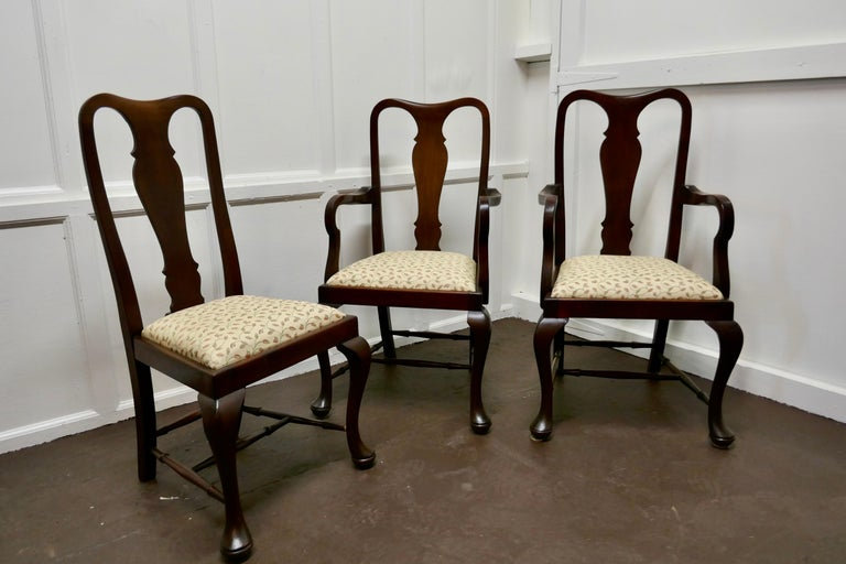 Set of 6 Queen Anne Style Mahogany Dining Chairs For Sale 1