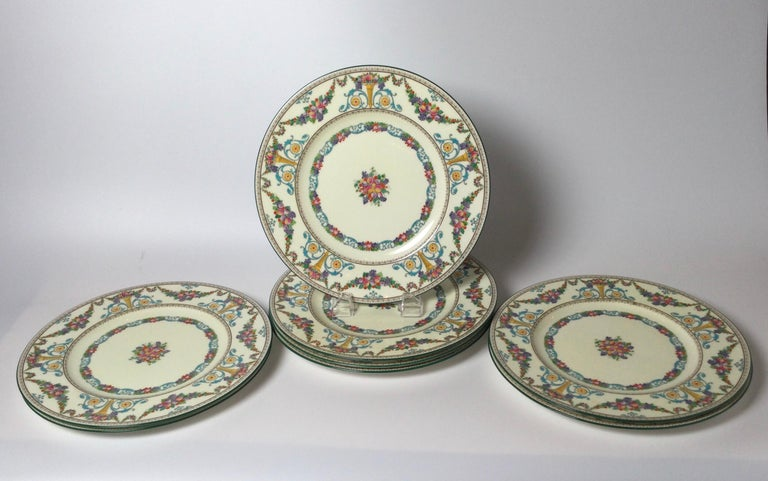 Set of 8 Hand Enameled English Plates by Wedgwood, 1930s In Excellent Condition For Sale In Lambertville, NJ