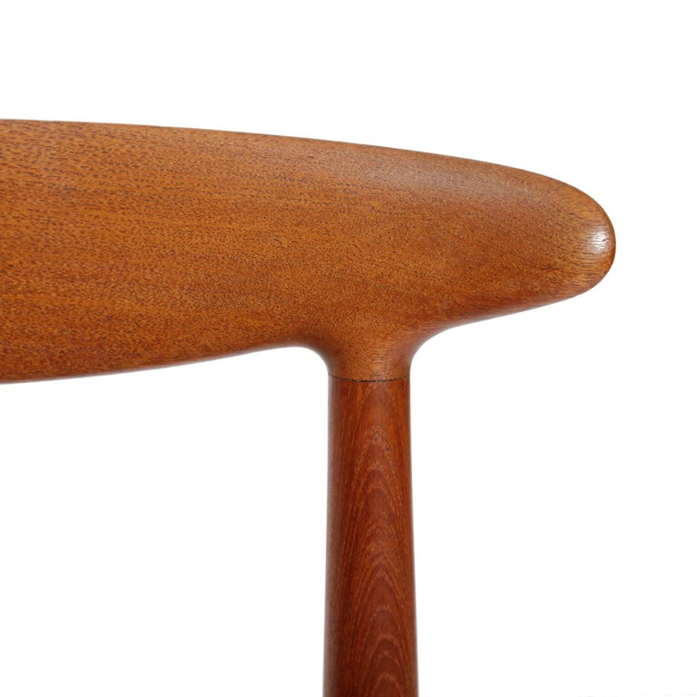 Set of Four Danish Dining Chairs Designed by Hans Wegner In Good Condition For Sale In Copenhagen, DK