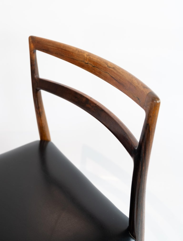Set of Four Dining Room Chairs in Rosewood and Black Leather of Danish Design For Sale 1