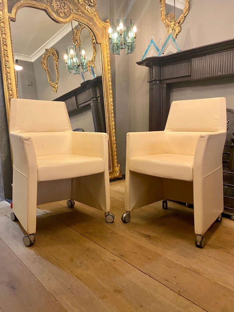 Set of Four Italian White Leather Chairs by Enrico Pellizzoni For Sale 2