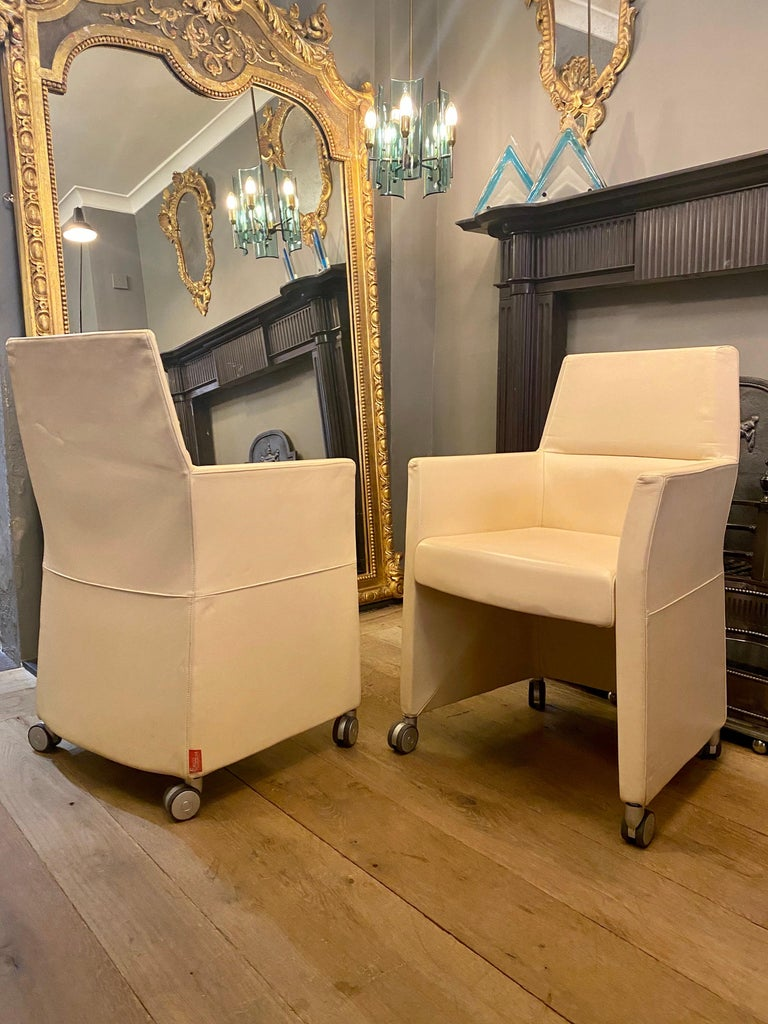 Set of Four Italian White Leather Chairs by Enrico Pellizzoni For Sale 3