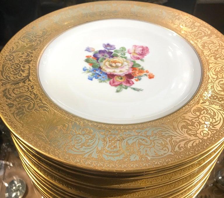 Set of Gold Encrusted Border Floral Dinner Service Plates In Excellent Condition For Sale In Lambertville, NJ