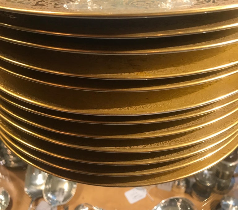 20th Century Set of Gold Encrusted Border Floral Dinner Service Plates For Sale