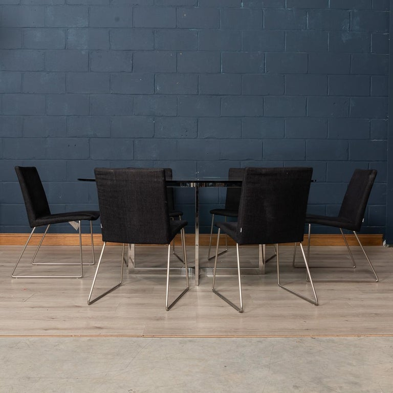 A wonderful set of six BoConcept dining room chairs, Mariposa Delight model. BoConcept is a Danish firm which designs and manufactures quality products in the spirit of Scandinavian style and elegance, all the while keeping an eye on functionality.