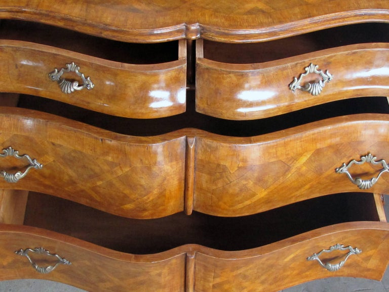 Shapely Pair of Italian Rococo Style Bombe-Form Chests of Drawers In Excellent Condition For Sale In San Francisco, CA