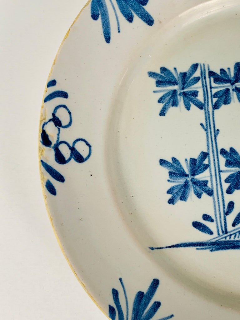 Small Blue and White Hand-Painted Delft Plate Made, circa 1740 In Good Condition For Sale In Katonah, NY