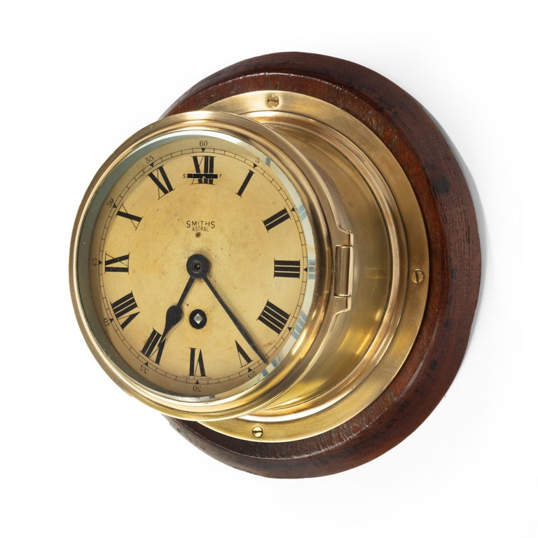 Smiths Astral Brass Bulkhead Clock In Good Condition For Sale In Lymington, Hampshire