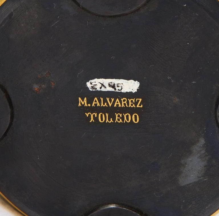 Spanish Toledo Gold and Platinum Inlaid Damascene Iron Covered Box Centerpiece For Sale 11