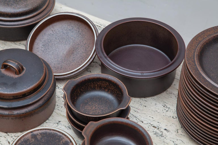 Ceramic dishware