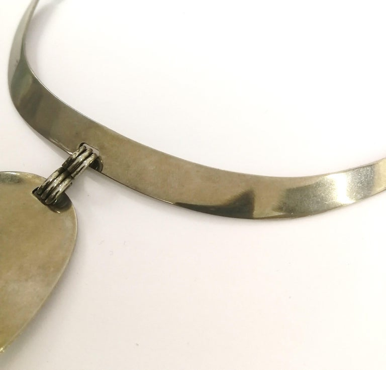 A stunning chrome and walnut 'amoebic' pendant necklace, Pierre Cardin, 1970 For Sale 7
