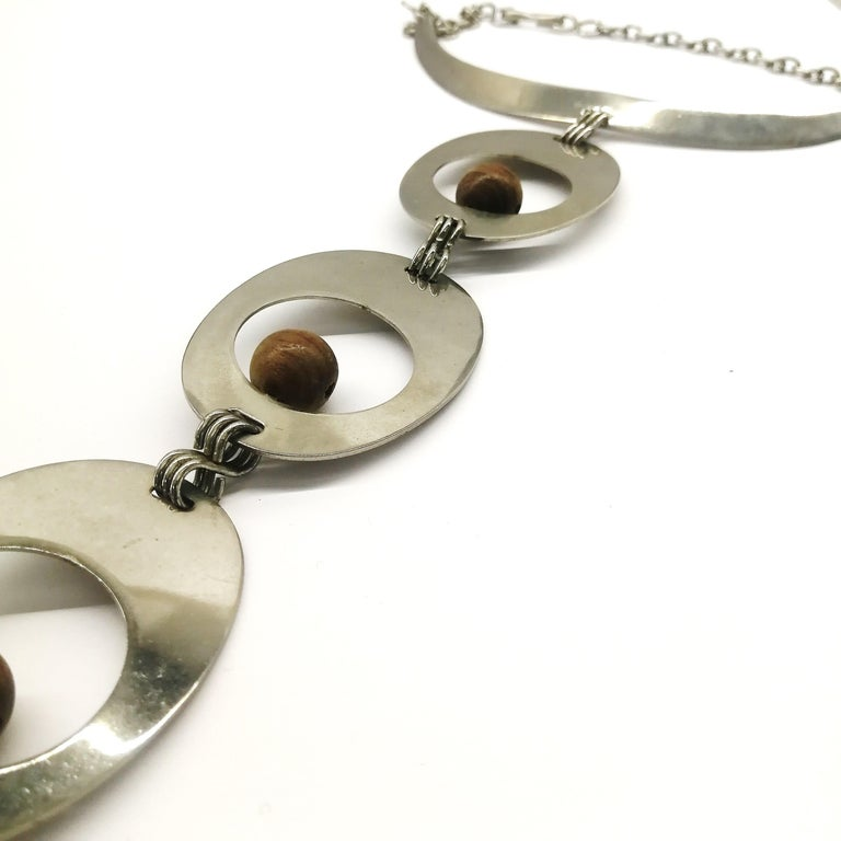 A stunning chrome and walnut 'amoebic' pendant necklace, Pierre Cardin, 1970 In Excellent Condition For Sale In London, GB