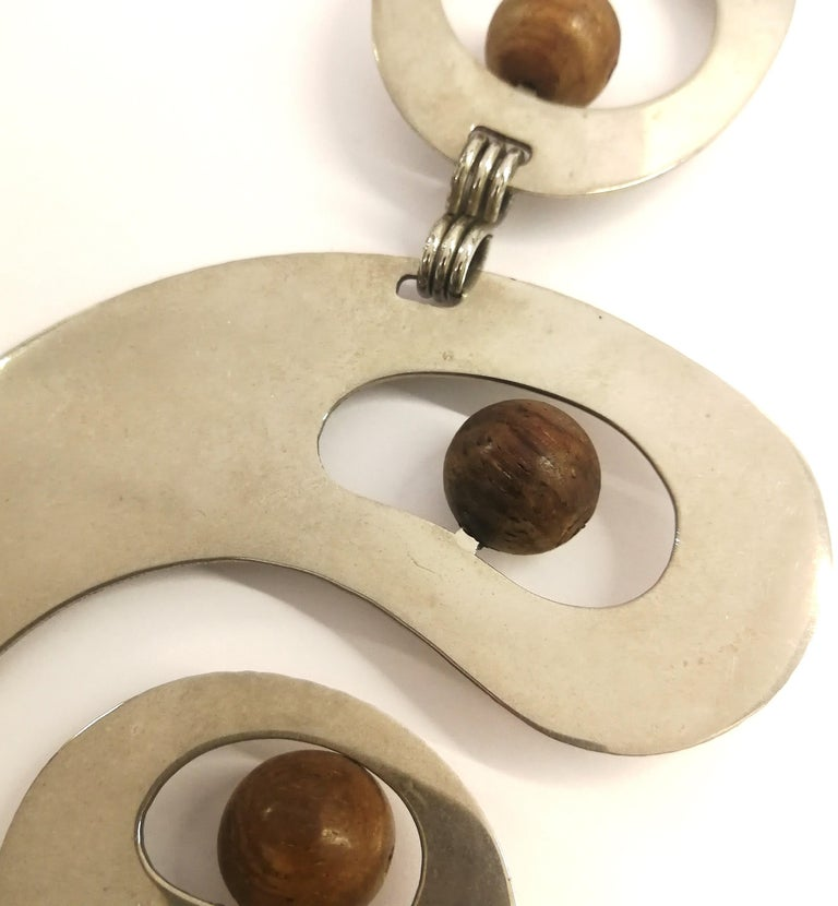 A stunning chrome and walnut 'amoebic' pendant necklace, Pierre Cardin, 1970 For Sale 1