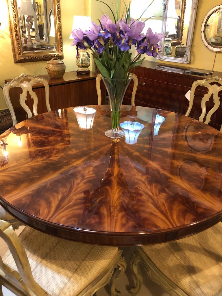 Georgian Style Flame Mahogany Sunburst Inlaid Circular Dining Table Leaves For Sale 1