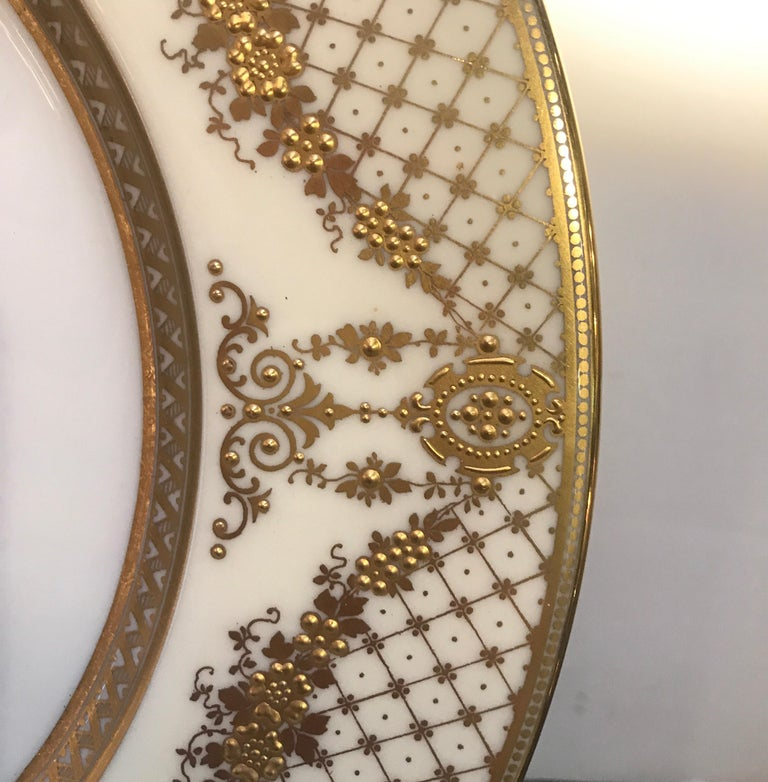 Early 20th Century Sumptuous Set of 12 Raised Gilt Border Service Dinner Plates, circa 1910 For Sale