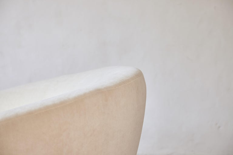 Superb Curved Italian Sofa, Newly Upholstered in Alplaca, Late 1970s-Early 1980s 8