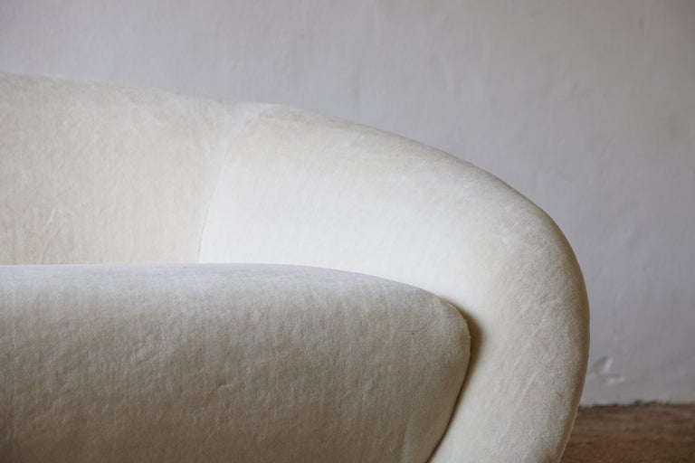 20th Century Superb Curved Italian Sofa, Newly Upholstered in Alplaca, Late 1970s-Early 1980s